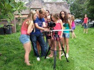 Opname videoclip De Citrussong, in het midden Dorian Broekhuyse (video producent). (2014)